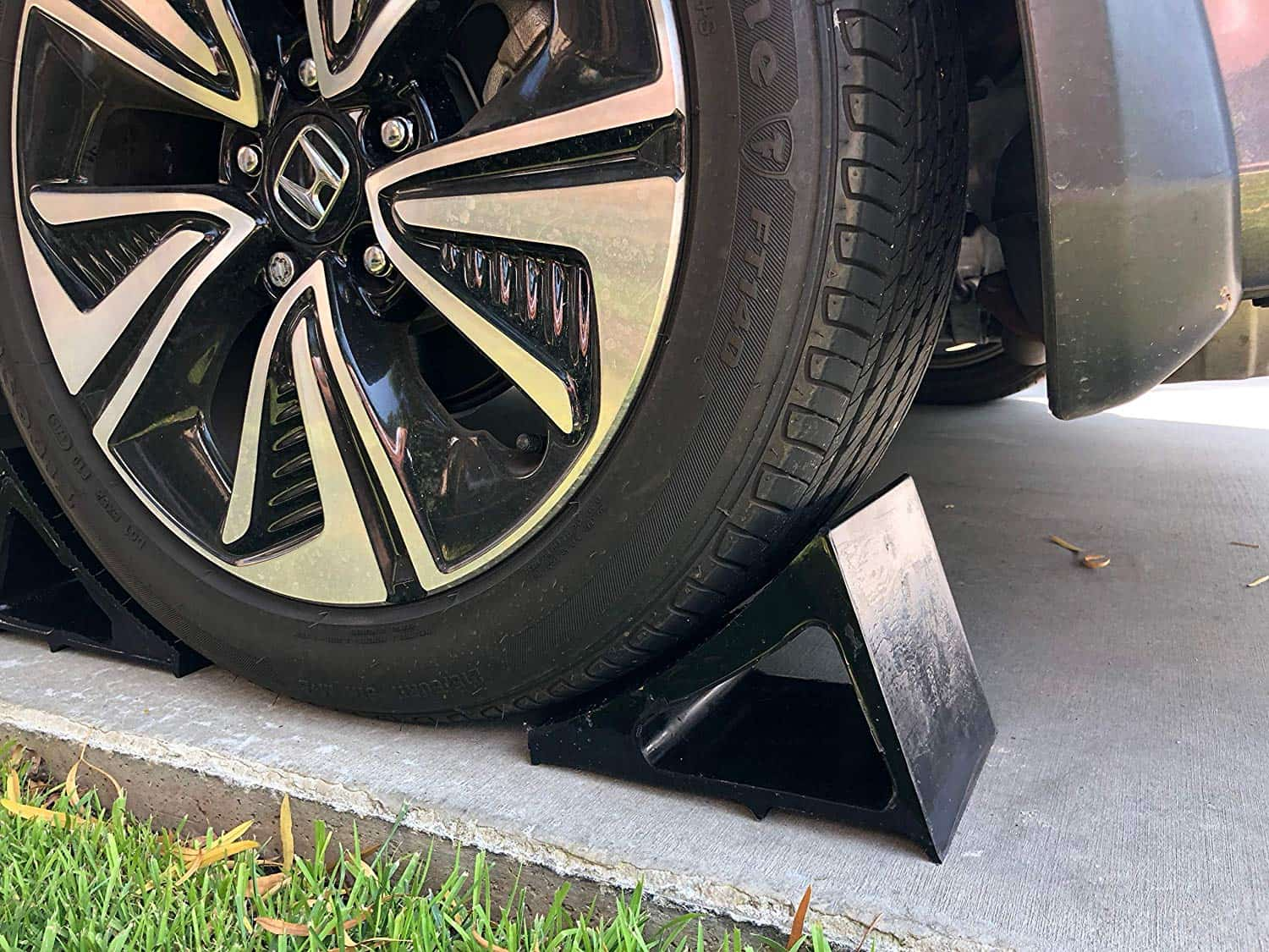 Trailer Wheel Chocks >> Wheel Chock Polyurethane 1 Pack Black Cable Protectors